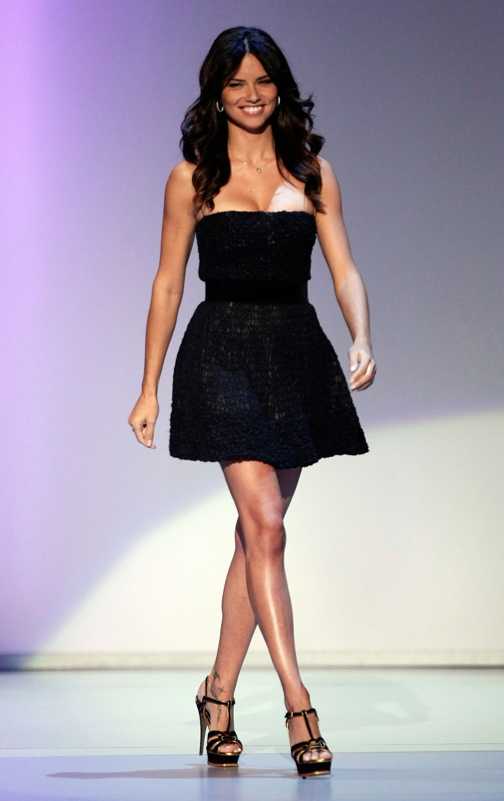 Adriana Lima has stunning feet